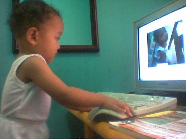 di-usia-sekitar-1-tahun-sudah-melek-komputer