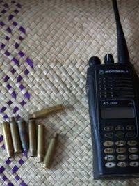 peluru-dan-handy-talky